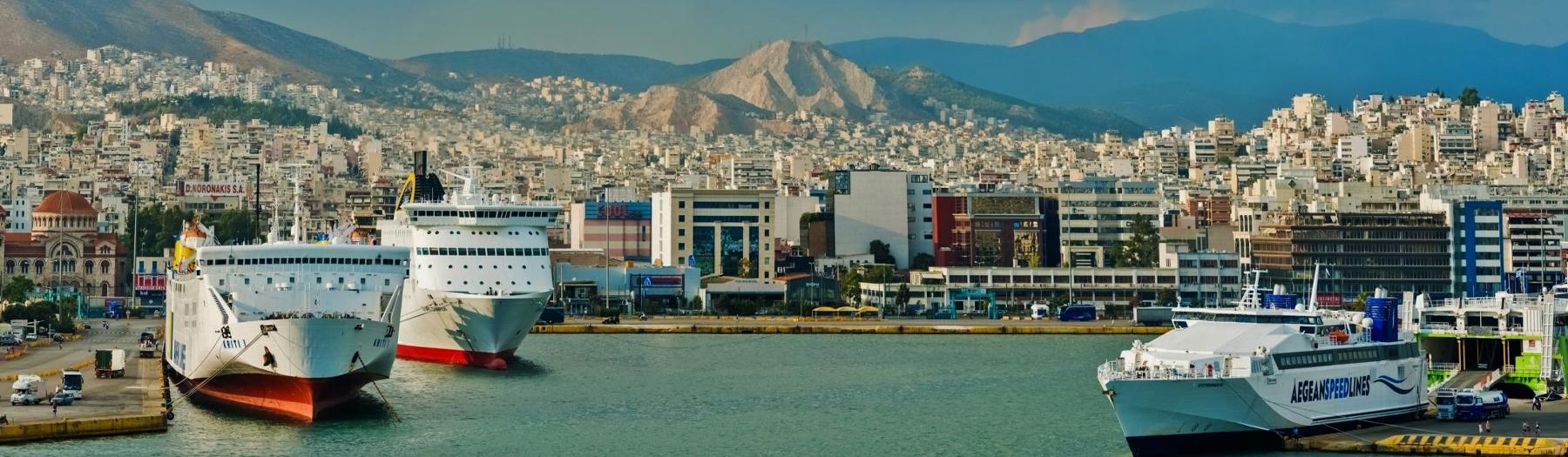 De haven van Piraeus